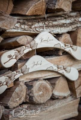 Wieszaki drewniane