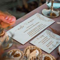 Już w ten weekend pojawia się na naszej stronie, trzy nowe wzory drewnianych zaproszeń z motywem boho ♡  ________________________________________ #bohostyle #boho #wedding #weddingday #wesele #wesele2021 #wesele2020 #weselewplenerze #weseleboho #rustykalnewesele #rustykalnedekoracje #drewnianezaproszenia #drewnianezaproszenianaślub #drewno #bohozaproszenia #handmade #handmadewithlove #poznan #pióra #miłość #wyjatkowydzien #miłośćwszędzie #justmarried ♡