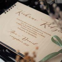 Dzień dobry!  Podziękowania dla Rodziców w formie albumu. Spersonalizowana okładka, dwa rodzaje kartek do wyboru. Wiązane wstążka ♡  #wesele #wesele2021 #weseleboho #weselerustykalne #podziekowaniedlarodzicow #rodzice #album #albumdlarodziców #ślub #slubneinspiracje #dekkracjeweselne #mążiżona #nowożeńcy