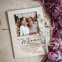 Kochani! Zostało kilka dni kiedy jeszcze możecie złożyć u Nas zamówienie na dzień Mamy!  Prosimy nie czekać do ostatniej chwili bo terminy mogą ulec zmianie ♡  ________________________________________ #dzienmamy #mama #26maj #rekodzielo #handmade #handmadewithlove #ramka #zdjecie #pomyslnaprezent #prezent #miłość #drewnianedekoracje #mothersday #mother #love #cytaty #wyjatkowyprezent #wyjatkowydzien #wood ♡