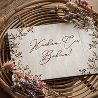 Kolejna piękna propozycja na Dzień Babci i Dziadka!   Cała naszą ofertę znajdziecie na stronie www.planneo.pl  Życzymy cudownego wieczoru!   #dzienbabci #dziendziadka #babcia #dziadek #rekodzielo #album #albumdlababci #pamiątka #prezent #handmade #kocham #kochamnadzycie #21stycznia #22stycznia