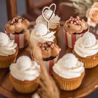 Miłość jest wszędzie!  Nasze minitoppery serduszka są hitem na słodkich stołach!   Rozbudowaliśmy zakładkę  dekoracji na słodkie stoły, a to jeszcze nie koniec za chwile pojawia się kolejne minitoppery w nowych czcionkach!   #minitoppers #minitopper #toppercake #toppercakes #wesele #wesele2021 #weselezklasa #ślub #slubnaglowie #slodkistol #candybar #wedding #weddingcake #weddinginspiration #inspirscjeweselne #dekoracjeslodkiegostolu