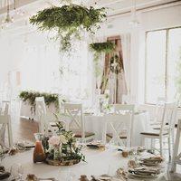 Chcielibyśmy przeżyć ten dzień jeszcze raz ♡ piękna @bagatelka_crh i cudowna realizacja @kwiaciarnia_zielona_weranda ♡  ________________________________________ #wesele #weddingday #mążiżona #szczescie #milosc #rodzina #nowenazwisko #rustykalnewesele #rustykalnyslub #ślub #amazing #wonderfull #bride #groom ♡