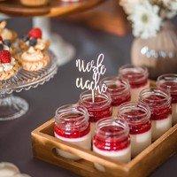 Mini topperki doskonała dekoracja muffinków oraz deserów. Przyozdobią wyjątkowy słodki stół na Waszej uroczystości. Na naszej stronie znajdziecie wiele haseł oraz wzorów. Możecie również zamówić minitoppery z własnymi inicjałami, hasłami, grafiką.  Zachwyć swoich bliskich nowoczesną dekoracją!  #wesele #weseleboho #wesele2021 #minitopper #candybar #candy #słodkistół #słodkości #ślub ##slubnaglowie #ślubboho #rustykalnewesele #rustykalneklimaty #rustykalnedodatki #drewno #weddingcake #wedding #handmade #napisnatort #niezleciacho #mążiżona #nowożeńcy #justmarried #ceremonia #bohoślub #candybarideas